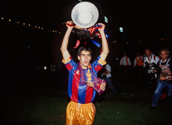 One day, one goal: Pep Guardiola verrast Deportivo-keeper met listige vrije trap