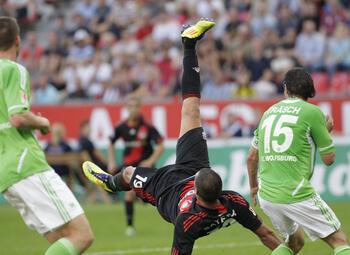 """One day, one goal: Derdiyok scoort doelpunt dat je """"eens in de 10 jaar ziet"""""""