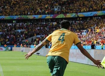 One day, one goal: Tim Cahill volleyt de netten aan flarden tegen Nederland