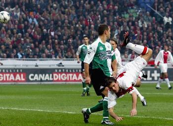 One day, one goal: Rafael van der Vaart scoort geniale goal in Klassieker