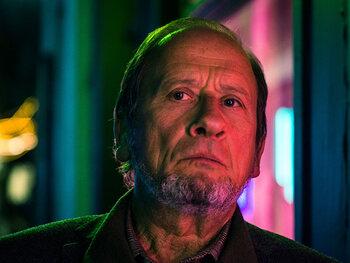 Dirk Van Dijck als Peter Devriendt, hoofdinspecteur bij de Federale gerechtelijke politie