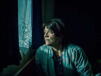 Katelijne Verbeke als Chantal Theunissen, ex-vrouw van Peter