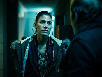 Kim Hertogs als Kelly Vermaelen, buurvrouw van Peter