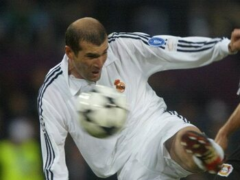 Zinédine Zidane vs Bayer Leverkusen (2002)