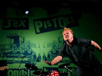 God Save The Queen – Sex Pistols