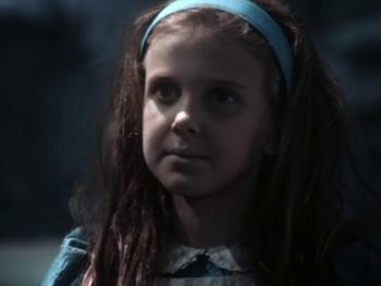 La jeune Alice dans «Alice au pays des merveilles»