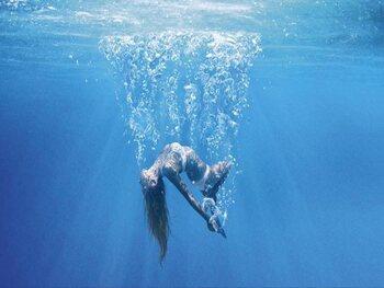 De luchtbellen van 'Under the Silver Lake' vertellen een verhaal