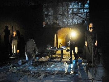 Winterreise: beeldend muziektheater over de waanzin van oorlog