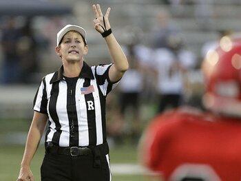 Shannon Eastin, la toute première femme arbitre en NFL