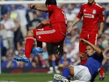 Mythische vieringen: Luis Suarez dient David Moyes van antwoord met een geweldige viering!