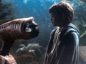 Elliott et E.T. dans E.T.