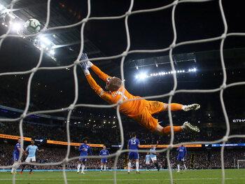 One day, one goal: Kompany knalt City richting de titel