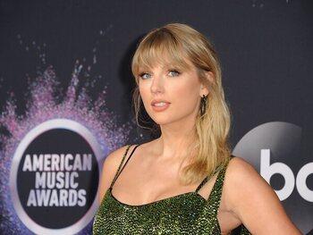 Célébrez le Country Music Day avec les meilleurs titres de Taylor Swift