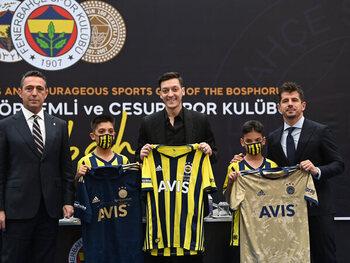 Özil vervoegt Fenerbahçe