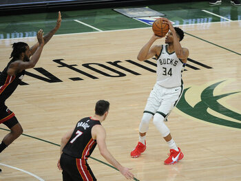 Milwaukee Bucks (3e) – Miami Heat (6e)