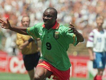 Milla geeft de fakkel door op het WK 1994