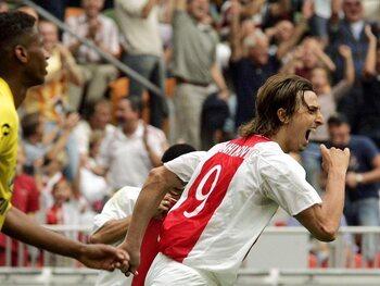 One day, one goal: Zlatan se balade dans la défense de NAC Breda