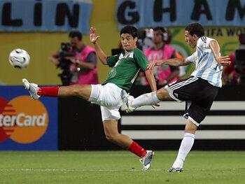 One day, one goal: de fenomenale volley van Maxi Rodriguez tegen Mexico