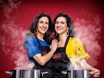 Tweelingzussen Deborah (30) en Jasmina Dekrem (30) uit Wondelgem