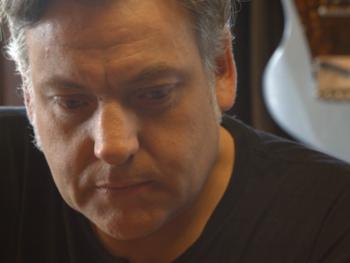 """Le luthier Hilko Nackaerts partage sa passion dans 'Guitar Stories': """"J'aime savoir comment quelque chose fonctionne"""""""