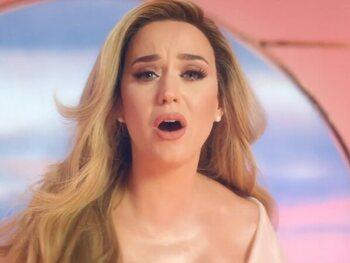 Katy Perry : la collection des cheveux de star