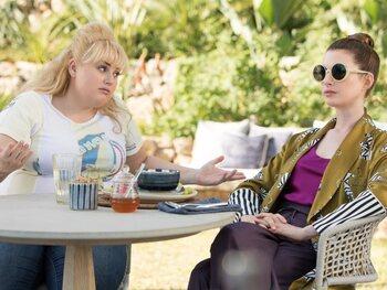 Kijk vanaf 31/10 naar 'The Hustle' in het Movies & Series aanbod
