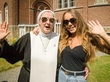 Nieuwe VIJF-reeks 'Oh My God' laat partygirls bezinnen in klooster