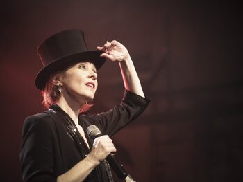 AB Canapé: la voix douce de l'auteure-compositrice-interprète Suzanne Vega