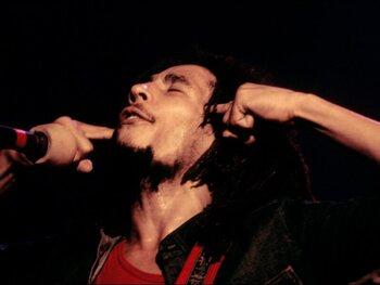 Echtgenote Bob Marley ziet haar leven gered door… dreadlocks