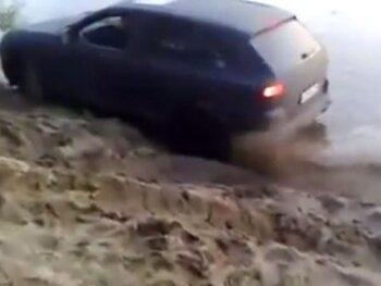 Les voitures et la boue, ça ne fait pas bon ménage!