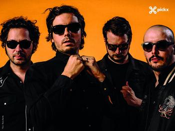 Le groupe 'The Sore Losers' reprend son premier album dans un live exclusif sur Pickx