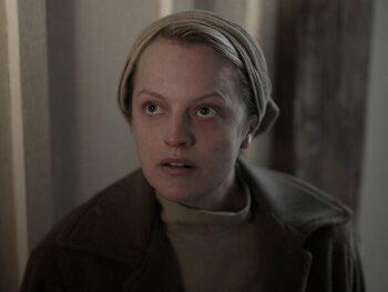 Elisabeth Moss - June Osborne