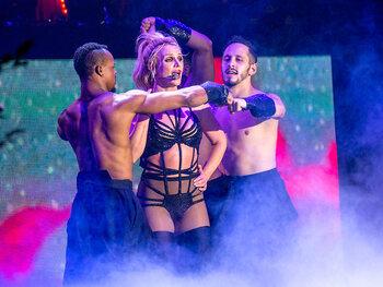 Britney Spears va très mal, Alexandra Lamy quitte Londres, Harry et Meghan écrasent le pape François