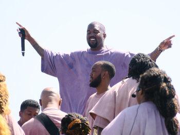 Kanye West krijgt kritiek voor dure sokken