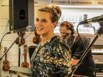 Karen Damen blikt tweede album in