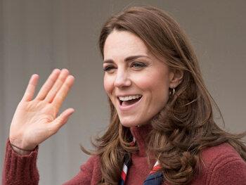 Gezicht Kate Middelton gebruik voor reclame plastische chirurgie, de Queen is kwaad