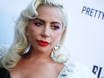 Lady Gaga aurait rompu ses fiançailles à cause des SMS que lui envoyaient Christian Carino