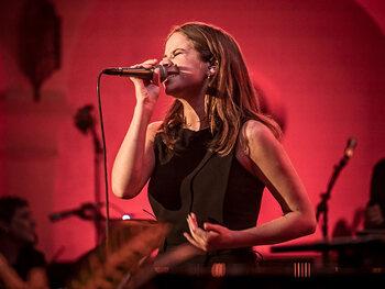 Laura Tesoro - One of It