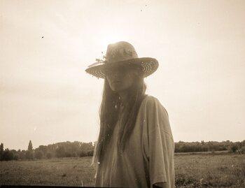 L'artiste de la semaine : Camille Camille vous emmène dans les hautes sphères avec 'Be Kind'