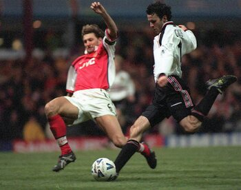 One day, one goal: Ryan Giggs dribbelt Arsenal uit de FA Cup