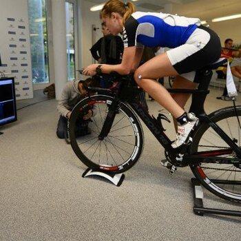Vive la science : les coureurs cyclistes croisent chaque jour des spécialistes en tout genre