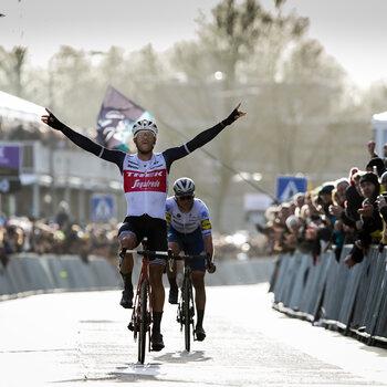 Stuyven wint Omloop Het Nieuwsblad