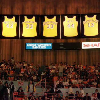 Wilt Chamberlain in de Lakers Hall of Fame