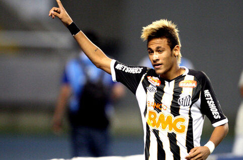 One day, two goals: Neymar et Ronaldinho font le show dans un match totalement fou