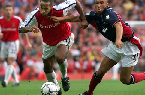 One day, one goal: Thierry Henry tovert Arsenal voorbij Manchester United