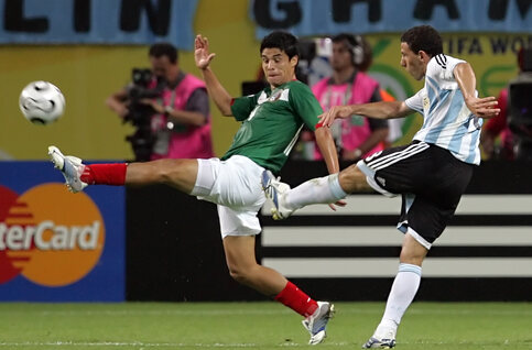 One day, one goal: de fenomenale volley van Maxi Rodriguez tegen Mexico