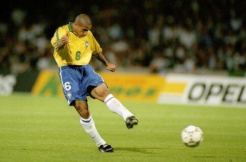 One day, one goal: Roberto Carlos tart de wetten van de fysica