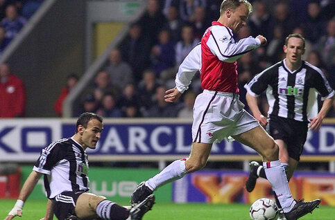 One day, one goal: l'enchaînement parfait de Bergkamp contre Newcastle