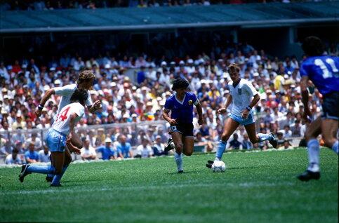 One day, one (two) goal: Maradona assoit sa légende face à l'Angleterre