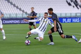 Penalty: Juventus 0 - 1 Lyon 12' Depay